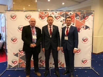 Впервые на конгрессе в Москве кардиологи, представители власти и общественники решали, как можно предотвратить внезапную смерть у детей и взрослых